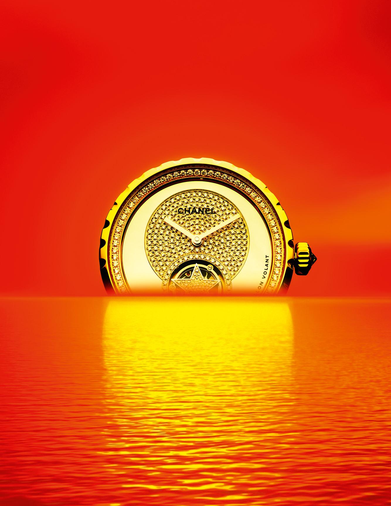 """Montre """"J12 Tourbillon Volant Comète"""" en céramique blanche, or beige, diamants et nacre, CHANEL HORLOGERIE."""