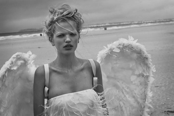 Daphne Groeneveld photographiée par Peter Lindbergh en hommage à Wim Wenderspour le Numéro 126de septembre 2011