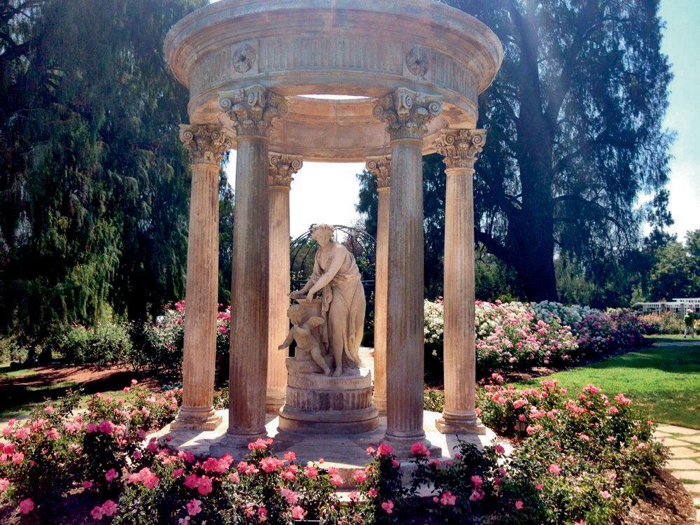 Escapade THE HUNTINGTON LIBRARY On peut s'y rendre pour ses expositions – par exemple, actuellement, celle du photographe Yasuhiro Ishimoto –, mais ce sont surtout ses nombreux jardins extraordinaires qu'il faut arpenter. On passe d'un jardin chinois à un jardin japonais, d'un jardin désertique à une magnifique roseraie. Un des vrais trésors de Pasadena. 1151 OXFORD ROAD, SAN MARINO.