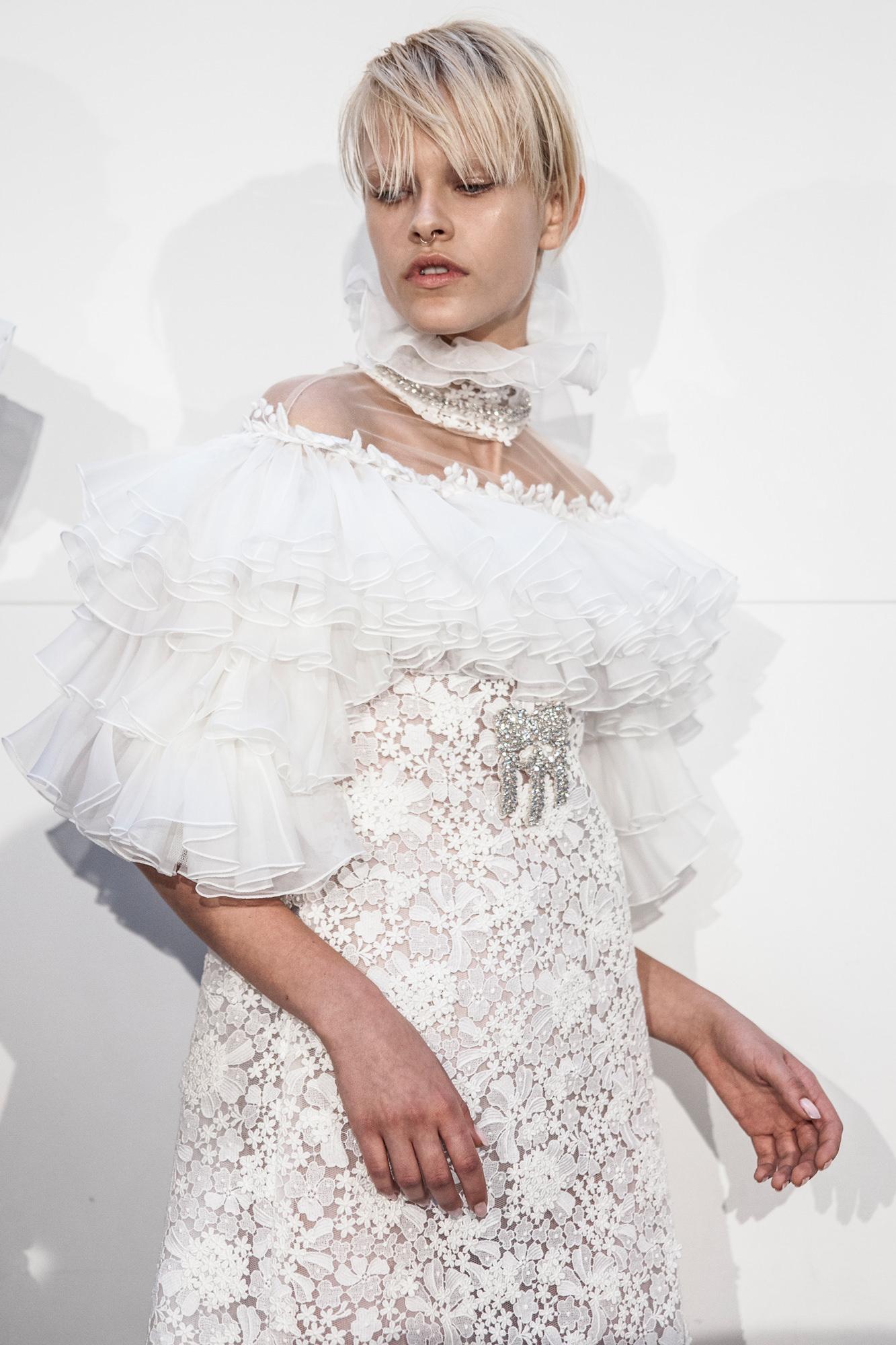 Le défilé haute couture Giambattista Valli automne-hiver 2016-2017