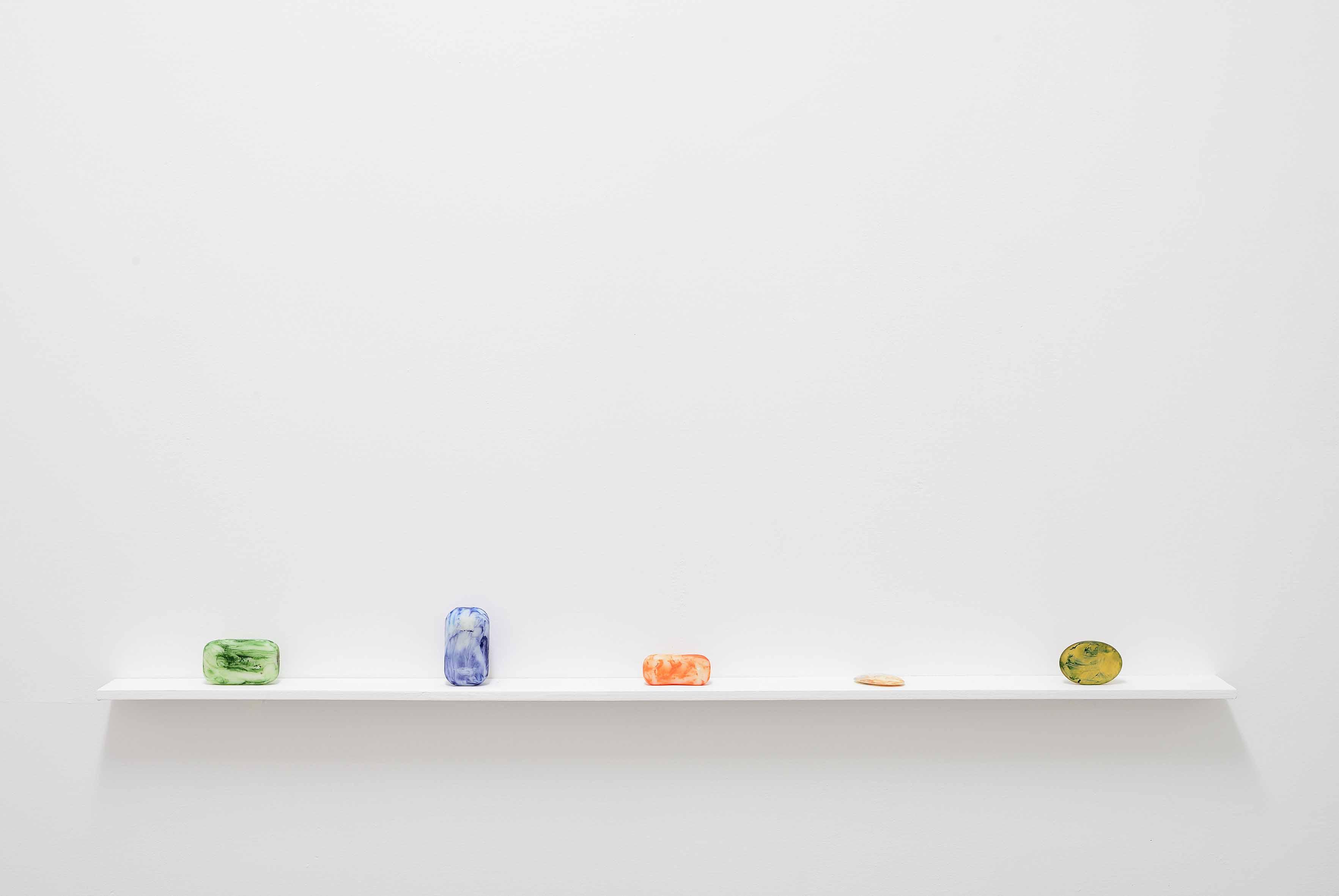 Kate Owens, Towards Zero (19-23)[2013], savon et peinture, dimensions variables. Courtesy of the artist and Limoncello, London, UnitedKingdom.