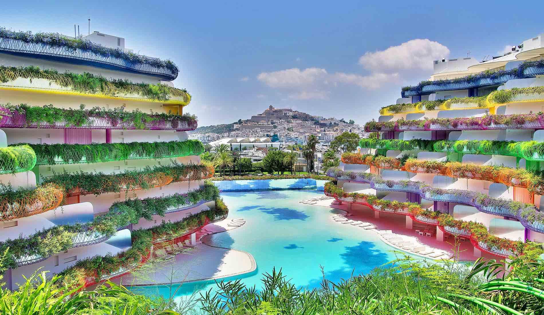 """10h : Réveil coloré à Las Boas  Situé au coeur de la ville d'Ibiza, ce bâtiment aux couleurs éclatantes fut imaginé par l'architecte Jean Nouvel et le spécialiste des murs végétaux Patrick Blanc. Conçu comme une île à part entière, chaque appartement au nom de calanque ou de végétal borde la piscine bleu lagon et peut-être réservé pour de courts séjours. Petite préférence pour l'appartement """"Solanum"""" qui dévoile une vue splendide sur l'île de Formentera.  www.boasdeibiza.com"""