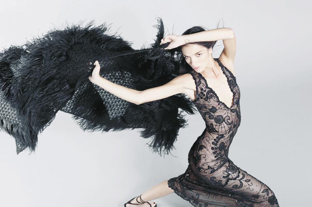Mariacarla Boscono photographiée par Karl Lagerfeld pour le Numéro Fantaisie de septembre 2002.