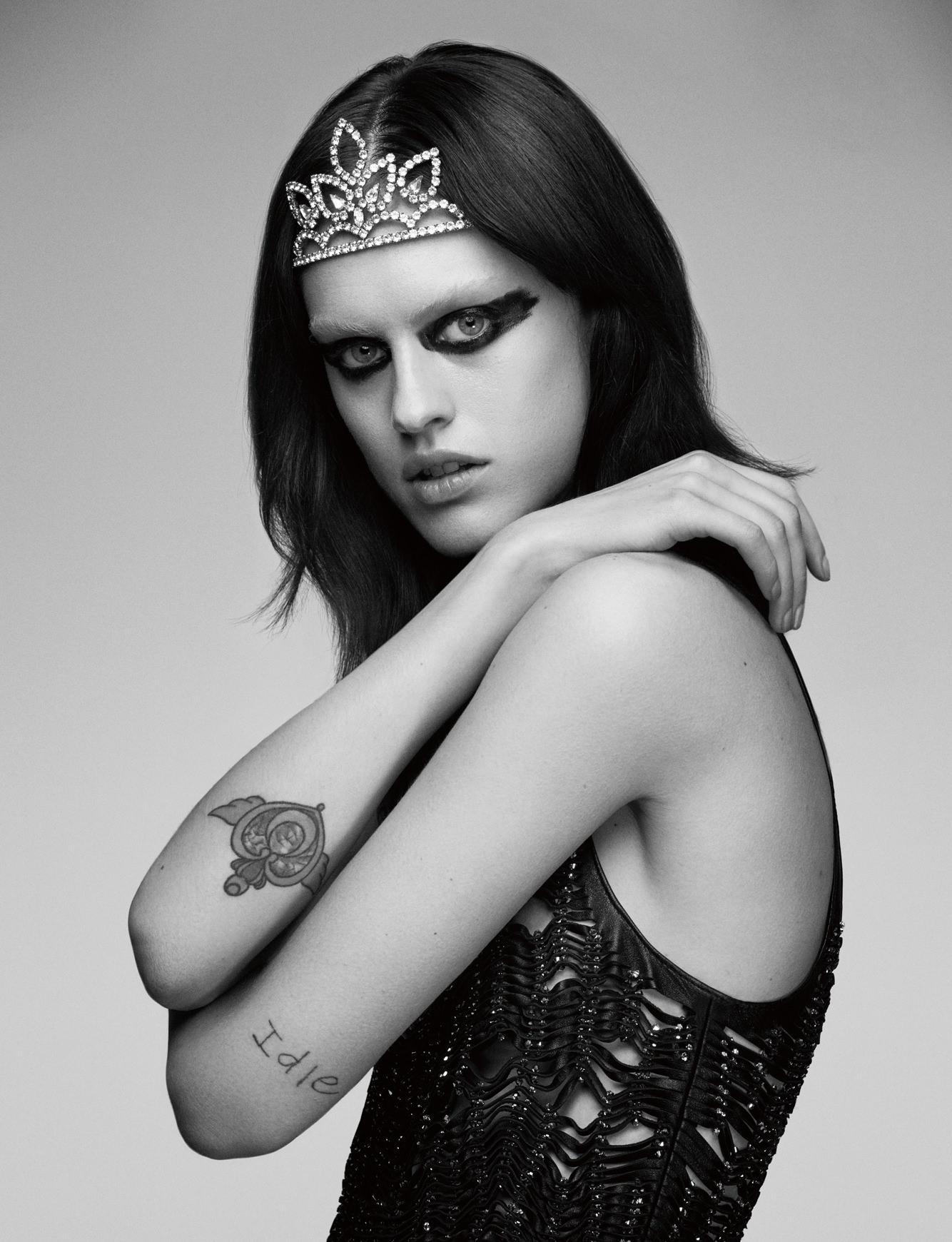 Dress and tiara, SAINT LAURENT PAR HEDI SLIMANE.