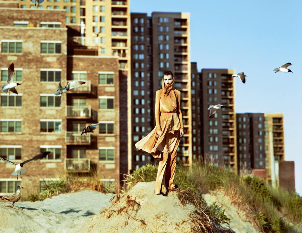 Robe plissée et pantalon en jersey, et chaussures, CÉLINE.   →Abonnez-vous au magazine Numéro →Abonnez-vous à l'application iPad Numéro