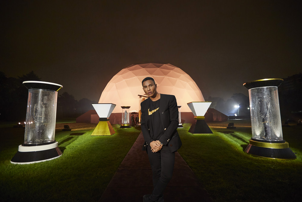 Olivier Rousteing in front of the dome built especially for the event.  Ever since the empire was founded in 1971, Nike has been the number one sporting goods company in the world with its clothes and shoes, but also a whole territory of images and fantasy extrapolating the cult of the body and beauty of movement, and where style and fashion have found their rightful place under the auspices of the NikeLab line. After Riccardo Tisci, a true fan of Nike and in particular its legendary Air Force 1, now it's the turn of Olivier Rousteing to collaborate with the swoosh logoed brand . With his flawless skin and high cheekboned beauty, best friend of the Kardashians and Rihanna, the artistic director at Balmain is also the go-to designer for sports stars, NBA basketball players and multi-millionaire footballers, all of whom squeeze into the front row of his runway shows. There's a gold lettered legitimacy in the collaboration between Nike Lab x Olivier Rousteing [initials OR].