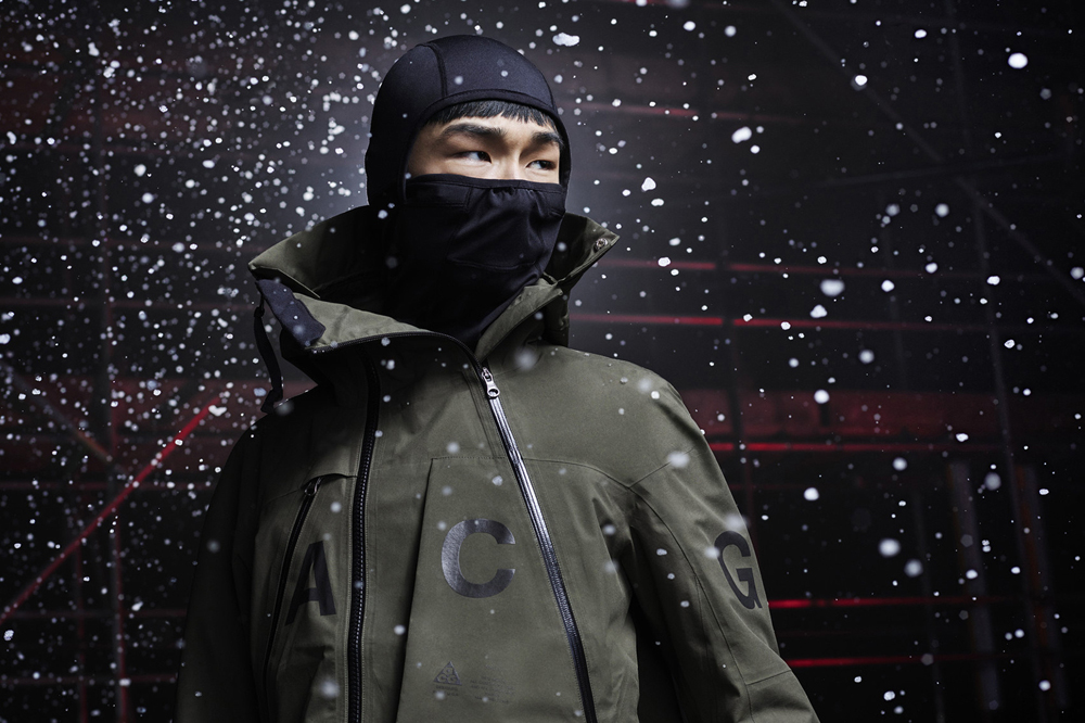 """Now a master of audacious collaborations,Nikelab(the trendier and more sophisticated side of Nike)presents itsACG collection,designed with Errolson Hugh, founder of the German label Acronym. Always with that ambition of freeing the body and respecting the athlete's needs, the ACG collection - for All Conditions Gear - offers a wintery and sportswear wardrobe, designed to face all meteorological conditions. Founded in 1994, the label Acronym quickly became the absolute reference in terms of cool and functional clothes where every detail is considered to follow the body's movements. It's in that spirit that Nike associated its ultra-technical fabrics such as """"Dri-Fit"""" to functional details, like removable linings or straps, while still keeping a casual and contemporary aesthetic.  Nikelab ACG collection, available in store and onwww.nike.com"""