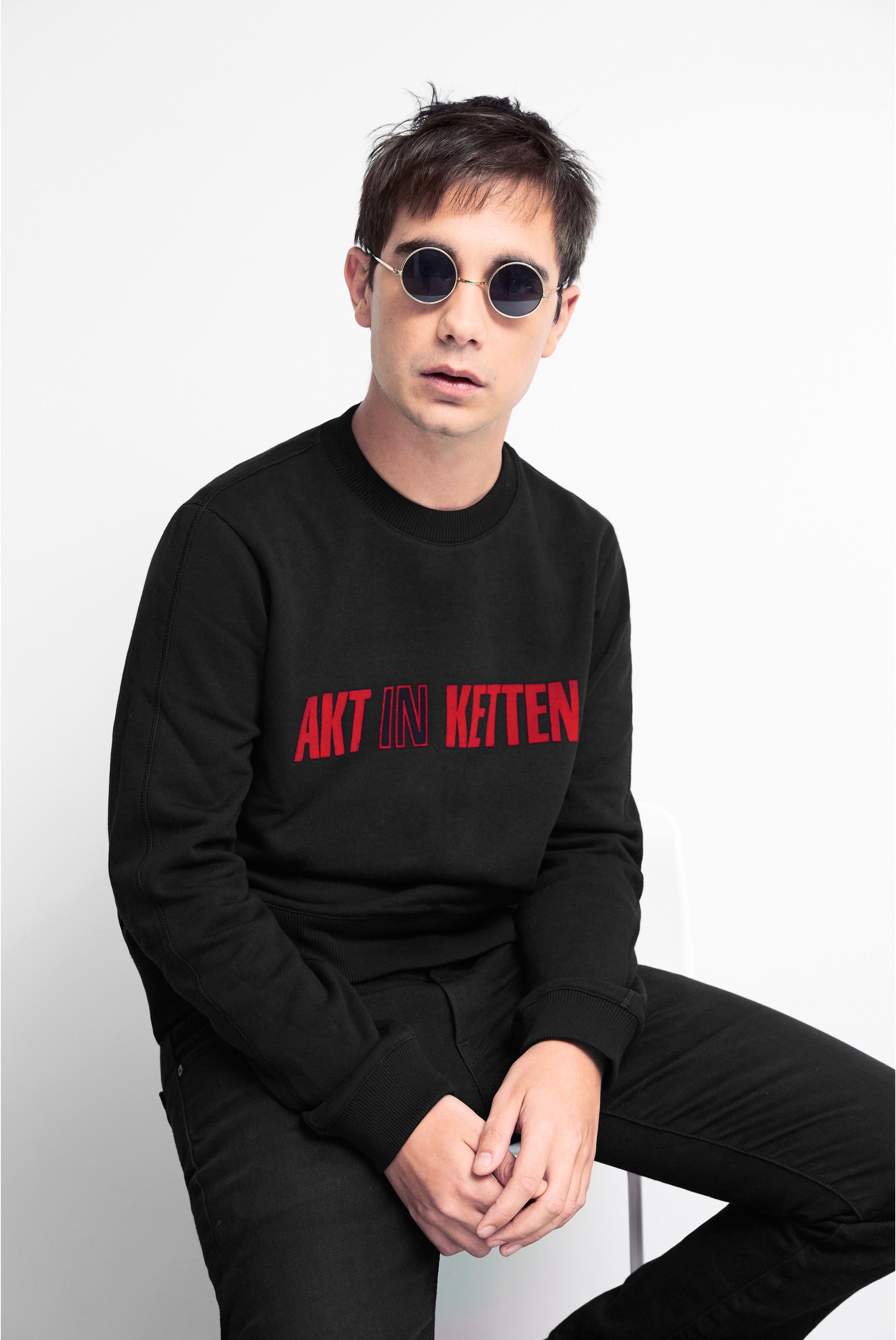 Pour cette collaboration exclusive, Paco Rabanne a fait appel non pas à des mannequins mais àde jeunescréatifs (DJ, directeur de création, architecte...).