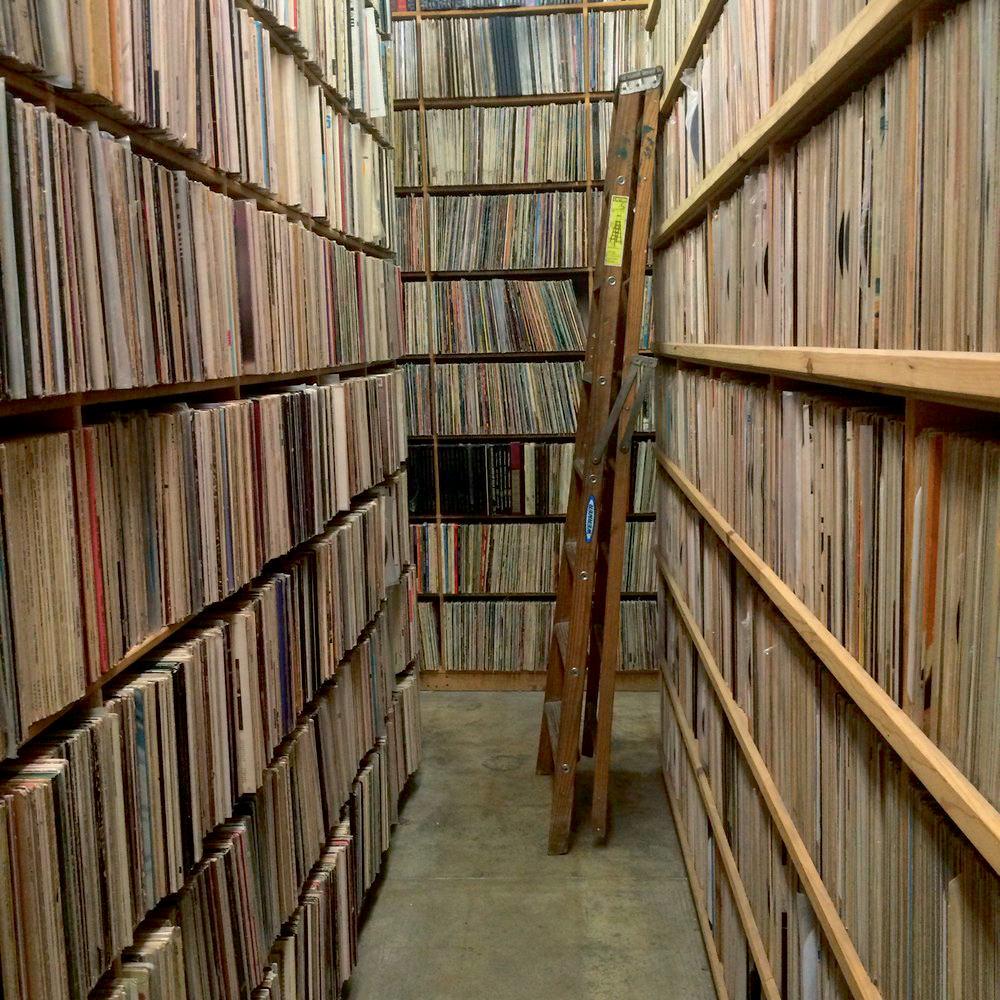 Disquaire THE RECORD COLLECTOR Sandy, le propriétaire de ce magasin de disques, a traversé toute l'histoire de la musique classique du xxe siècle à Los Angeles. Vous pouvez tout lui demander ! Et s'il n'a pas le vinyle que vous cherchez – ce qui est plutôt rare – il fera en sorte de le dénicher. 7809 MELROSE AVENUE, LOS ANGELES.