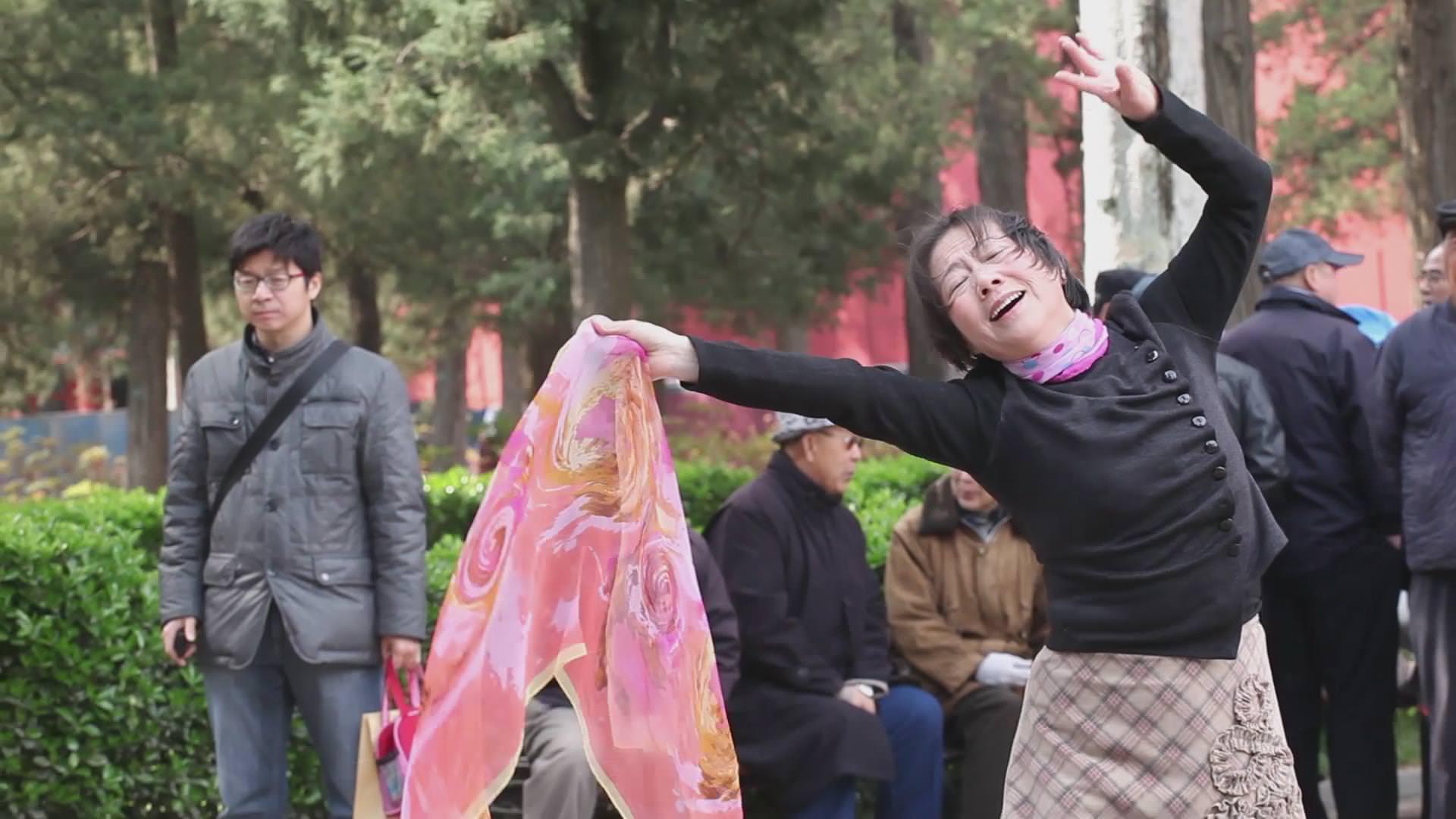 The Woman in Front of the Camera (2015), de Hu Xiangqian.