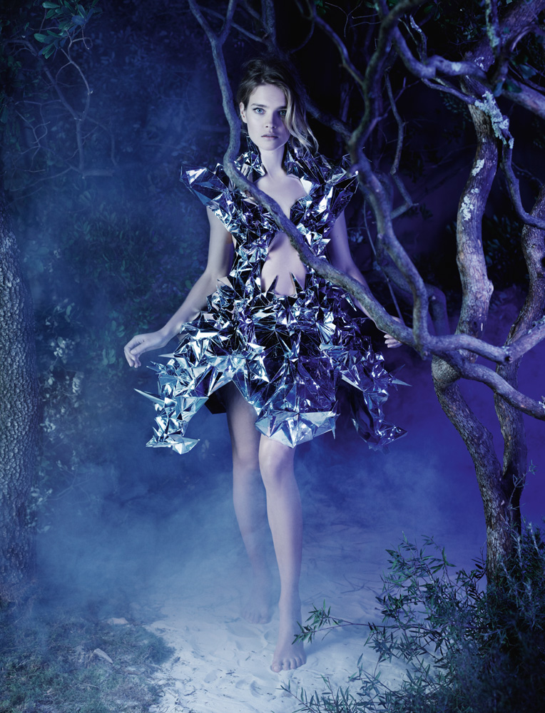 Numéro #141 Mars 2012. Mannequin : Natalia Vodianova en Iris Van Herpen. Make up : Peter Philips. Hair : David Malllett.