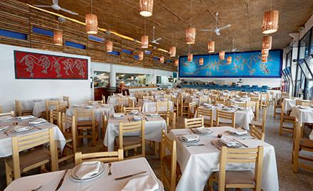 13 h 00 : finger food au Contramar  Au Contramar, on croise tout ce que la ville compte de fashionistas, de célébrités et de magnats locaux. Et l'on se régale detostadasde sashimi de thon, de tacos au crabe et depescadoa latalla, un poisson grillé nappé de sauce mi-rouge, mi-verte.www.contramar.com.mx © DR