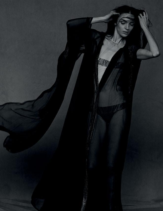 Robe-cape et body en mousselinede soie rebrodée de cristaux Swarovski,GAULTIER PARIS.