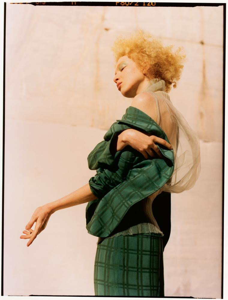 Veste et pantalon en coton, KRISTINA TI. Haut en matière technique, POIRET.