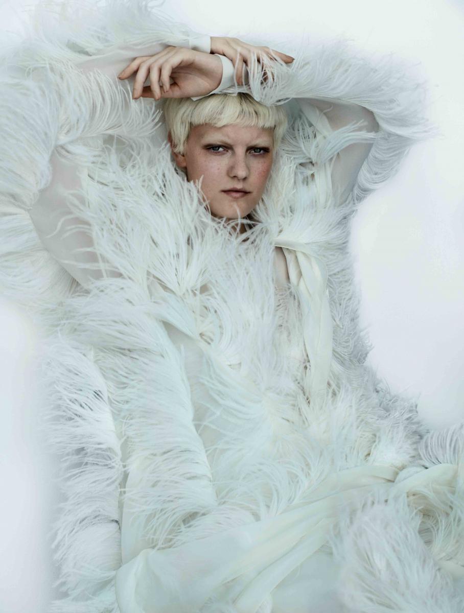 Manteau et chemisier en mousseline de soie brodée de plumes de marabout, et pantalon en satin de soie, SONIA RYKIEL.