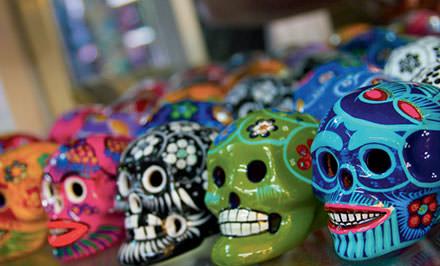 10 h 30 : le marché artisanal de la Ciudadela  Ici, il faut savoir faire le tri parmi les horreurs pour dénicher des babioles follement pittoresques. 300 étals pour trouver l'idéal poncho maya, la parfaite poterietalavera, ou des figurines en papier mâché du jour des Morts. Parque de la Plaza de la Ciudadela, Centro Histórico, Mexico D.F. 06040. © Constance Breton