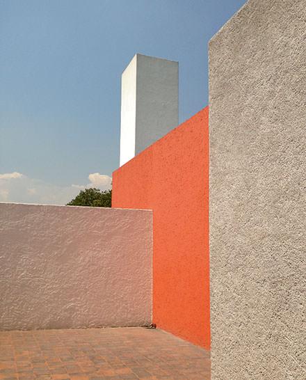 12 h 00 : un bijou d'architecture  La maison-atelier de Luis Barragán n'a rien à envier aux réalisations de Le Corbusier. Une échappée minimale loin de l'effervescence artistique du centre de la ville.www.casaluisbarragan.org © Eduardo Priero