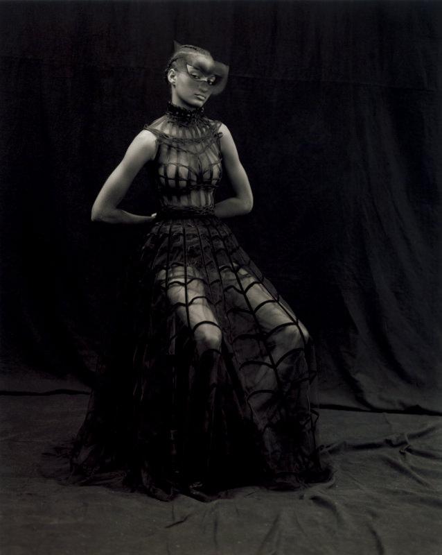 """Robe """"Féerie"""". Cage tressée en crin sur jupe rebrodée de rubans de velours noir, DIOR HAUTE COUTURE."""