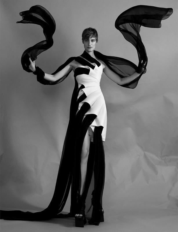 """Robe """"Vortex"""" en mousseline de soie, drapée, à cônes 3D en gazar et chaussures, IRIS VAN HERPEN."""