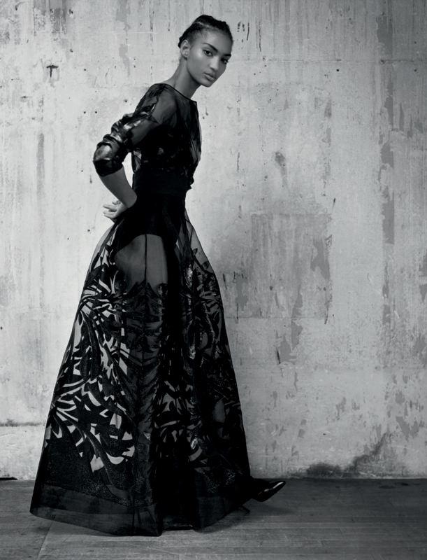 Robe longue noire brodée de fils coupés, ALBERTA FERRETTI LIMITED EDITION.