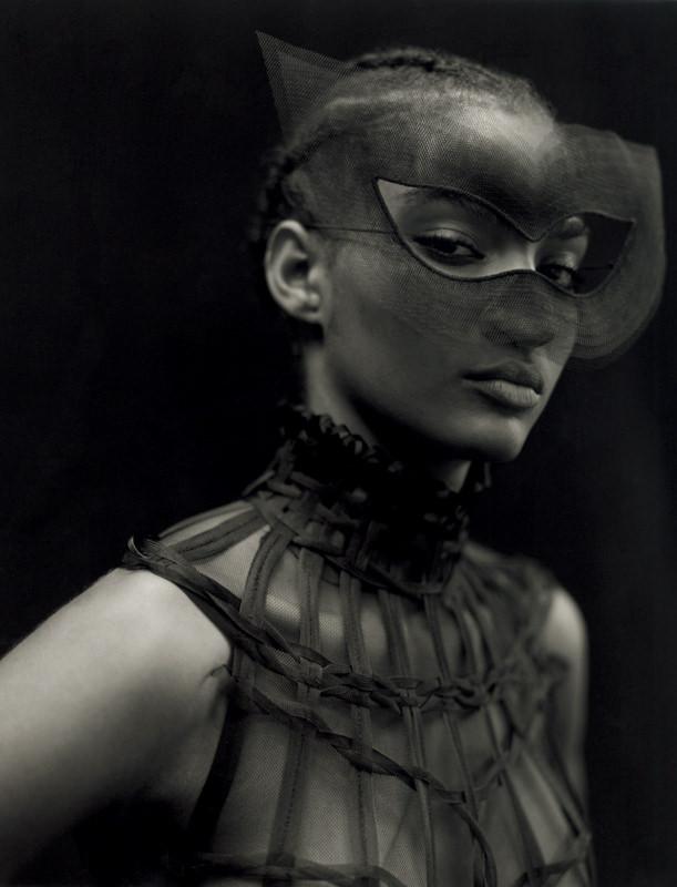 """Robe """"Féerie"""". Cage tressée en crin et masque en tulle, DIOR HAUTE COUTURE."""