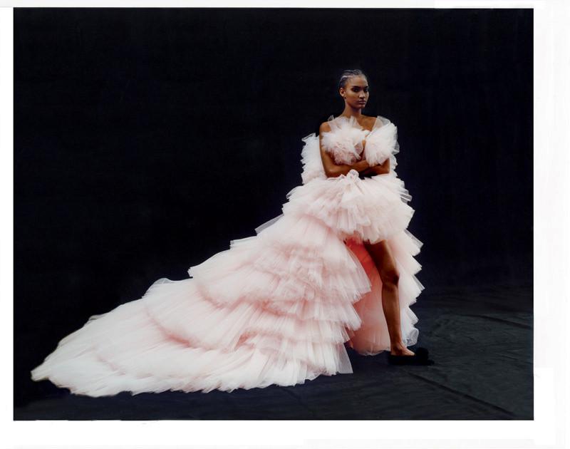 """Robe de bal multivolantée """"Bouton de Rose"""" en tulle de soie plissé, GIAMBATTISTA VALLI HAUTE COUTURE."""