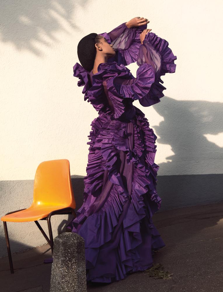 """""""Debora, Cristina, Sara, Ricardo, Elena"""" Robe en organza de soie incrusté de volutes froncées de taffetas violet,VALENTINO HAUTE COUTURE."""