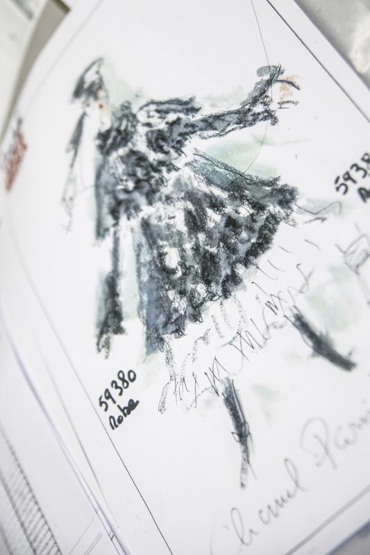 Croquis de Karl Lagerfeld pour le défilé Métiers d'Art Paris-Hambourg.