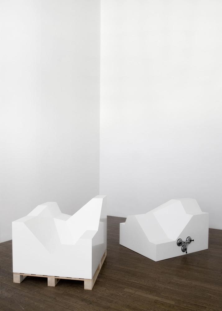 Broken white cube, 2007