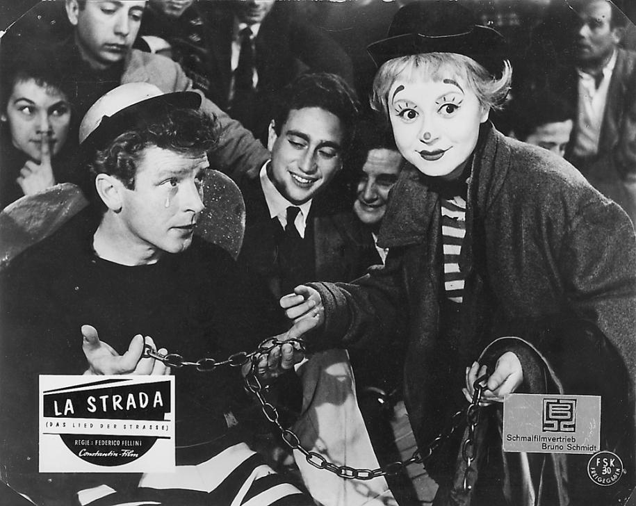 Richard Basehart etGiulietta Masina dansLa Stradade Federico Fellini, 1954,© Beta Film Gmbh.