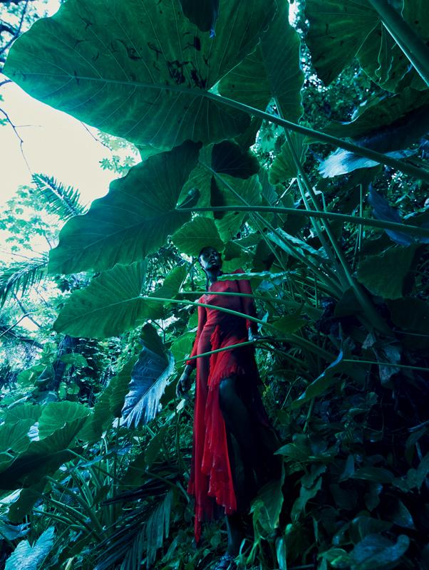 Robe fendue en mousseline de soie à volants, DIOR.