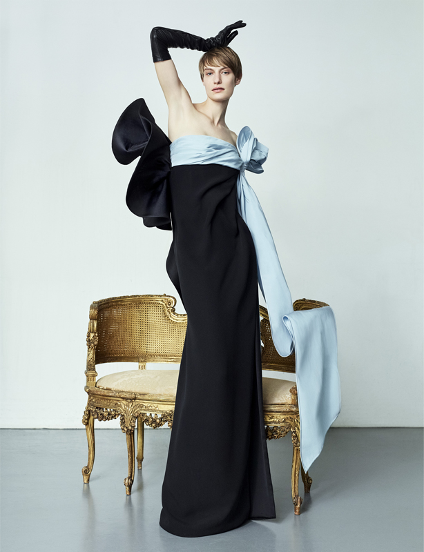 """Robe bustier """"Paolo P."""" drapée en crêpe de soie et faille, VALENTINO HAUTE COUTURE."""
