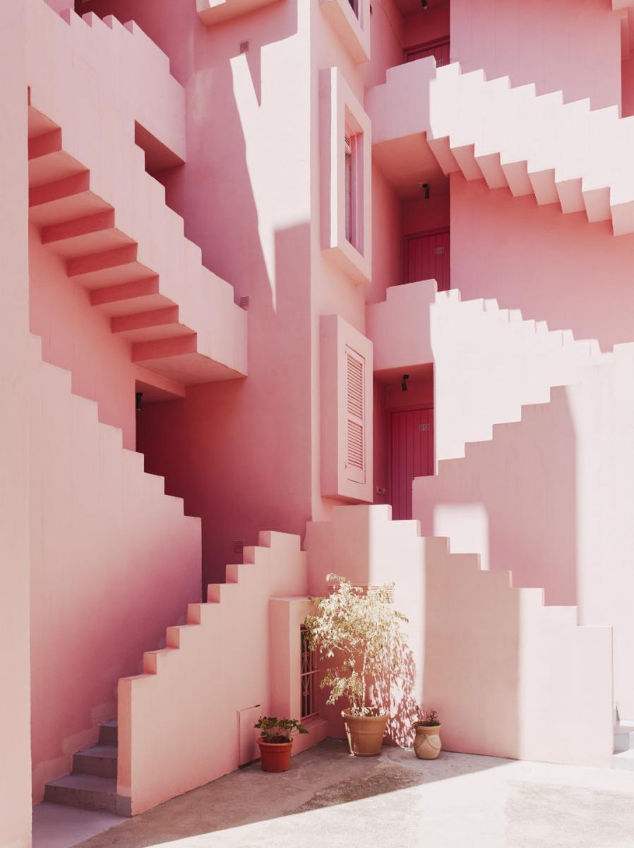 La Muralla Roja, complexe d'habitations sur la Costa Blanca conçu parRicardo Bofill et son studio Taller de Arquitectura, 1973. Courtesy of Ricardo Bofill, Taller de Arquitectura andSalva Lopez.Ricardo Bofill, gestalten 2019.