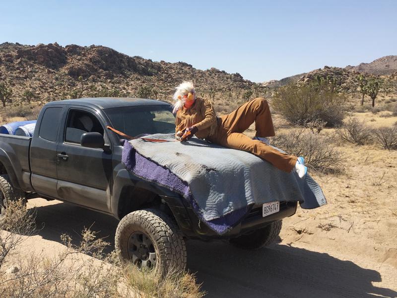 """Desert Troll-technique"", in collaboration with Skylar Haskard. Video, Joshua Tree, 2016.Photo : Skylar Haskard"
