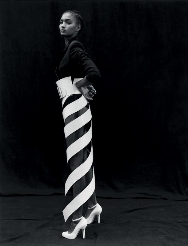 """""""Le Tourbillon de l'Envie"""".Épluchure couture d'une ceinture en cuir verni blanc sur veste de smoking chabada-body noire et escarpins, GAULTIER PARIS."""