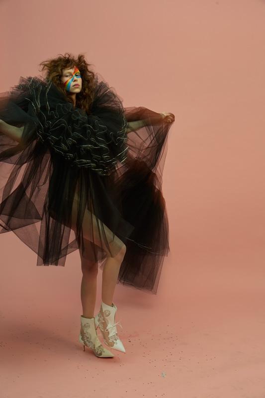 """Robe """"voile de mariée"""" de tulle illusion noir brodé de cristaux. Sur un body corset de crêpe peau, ALEXIS MABILLE HAUTE COUTURE.Dentelle,CHRISTIAN LOUBOUTIN."""
