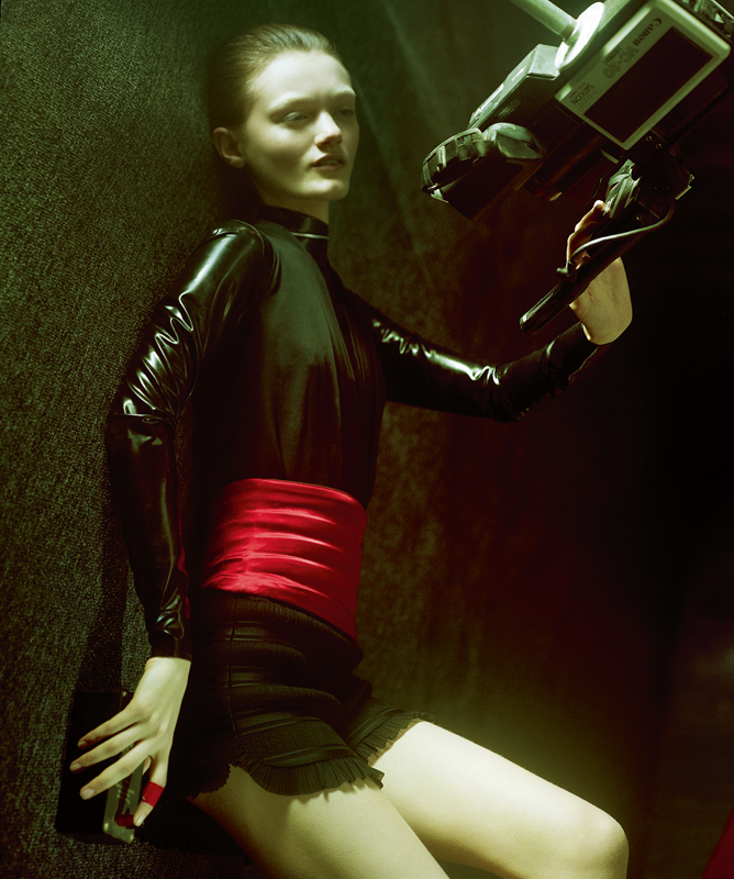 Body, INTIMISSIMI. Latex body, ATSUKO KUDO. Short, MAJE. Belt, ANTONIO ORTEGA.