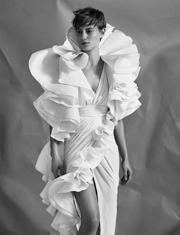 Robe en crêpe de soie drapé à volants en faille de soie, GIAMBATTISTA VALLI HAUTE COUTURE.