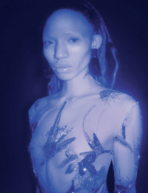 Body tulle embroidered with pearlsand earrings, GIORGIO ARMANI.