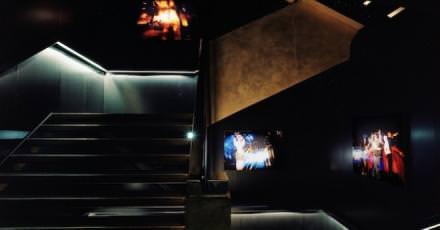 Ce dimanche 13 décembre, le Silencio inaugure une boutique éphémère pour les fêtes de Noël. Il y présentera une sélection d'objets (vêtements, design, livres) en lien avec les artistes qui y ont été exposés en 2015 comme Tom Dixon ou Agnès Varda. De quoi trouver des idées originales et inattendues pour les cadeaux de fin d'année.  La boutique éphémère du Silencio,142, rue Montmartre, Paris II, dimanche 13 et 20 décembre de midià 22h.  PhotoAlexandre Guirkinger