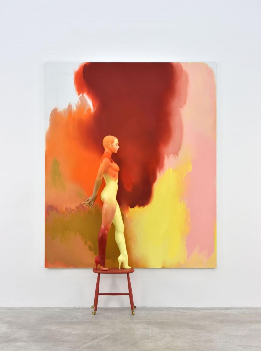 """""""Backdrop"""" (2016-2017). Huile sur toile, acrylique sur mannequin composite et socle en bois. Toile : 244 x 203 cm. Mannequin : 201 x 38 x 65 cm.Allen Jones/Photo : Rebecca Fanuele. Courtesy of Allen Jones and Almine Rech Gallery"""