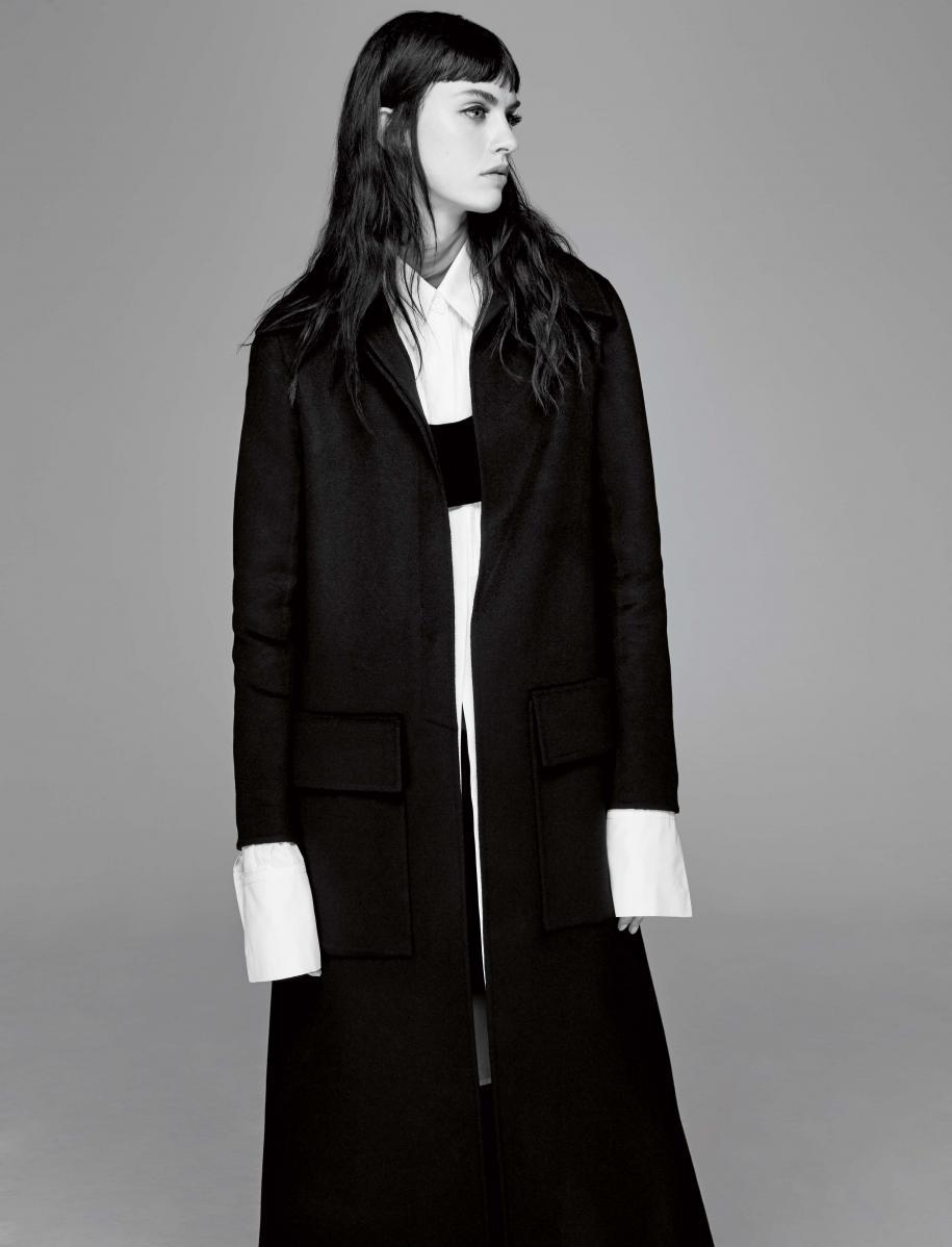 """""""Israfil"""" : manteau en cachemire, chemise en popeline à plastron, cropped top en velours, haut en mousseline et jupe en lin, VALENTINO HAUTE COUTURE."""