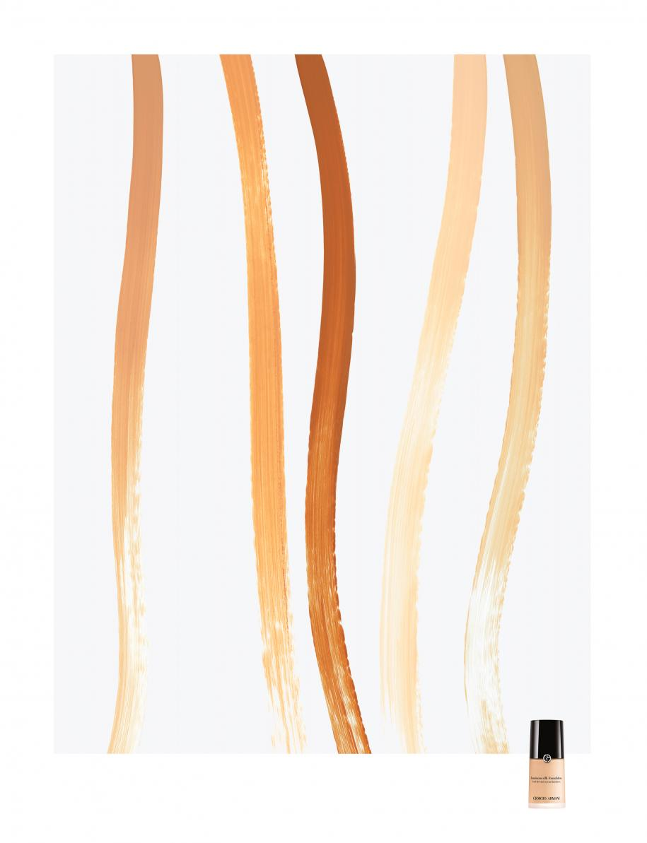 """De gauche à droite : les nuances 5,5 beige naturel, 7,5 caramel doux, 8,5 caramel cuivré, 3 pêche pâle et 4 beigesable, """"Luminous Silk Foundation"""", GIORGIO ARMANI. À découvrir, le nouveau correcteur """"Luminous Silk Concealer""""."""