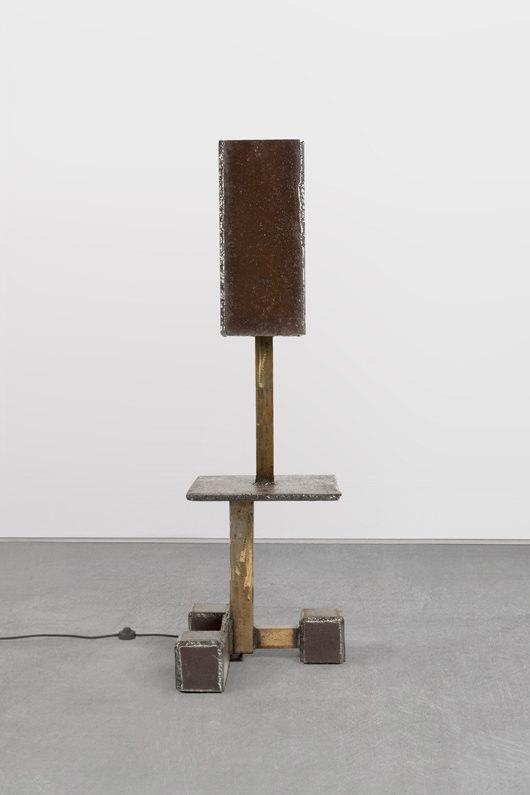 Constructivist Lamp(2015) d'Atelier Van Lieshout. En édition limitée.