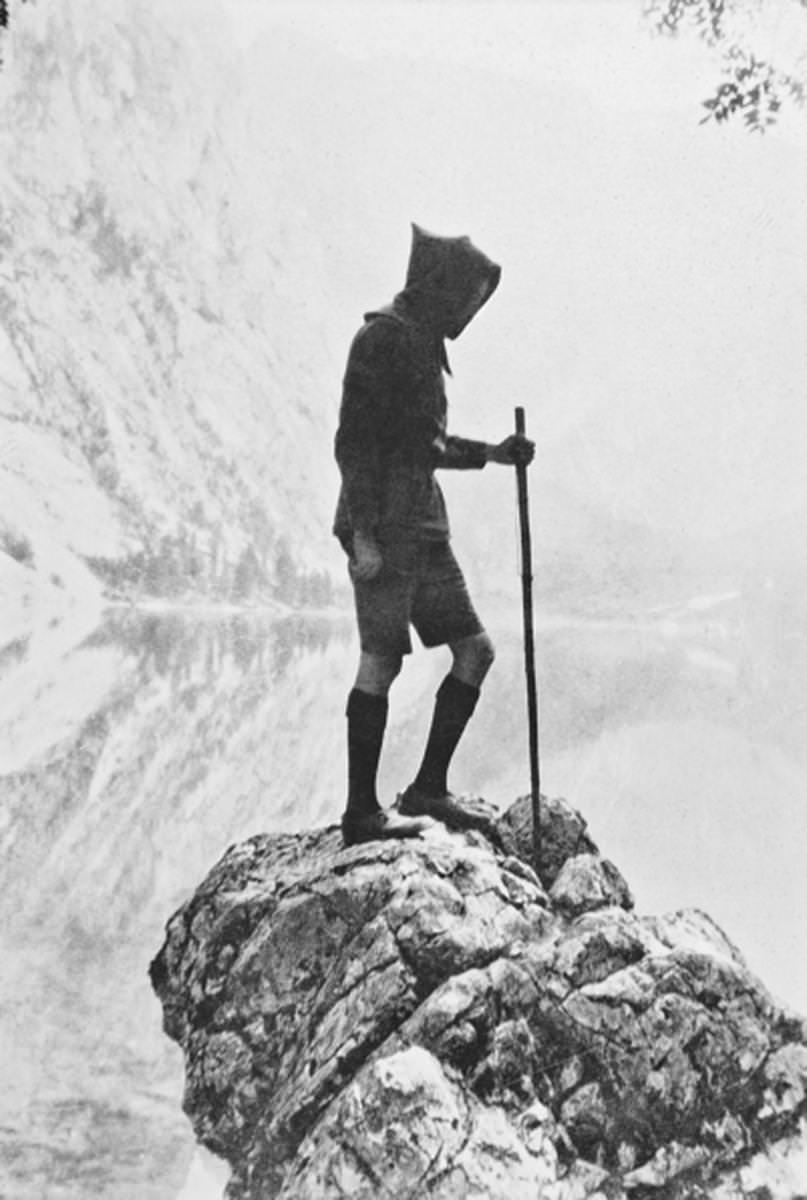Angus McBean,Kinsmen at Stonehenge (Wessex Pilgrimage),1929.