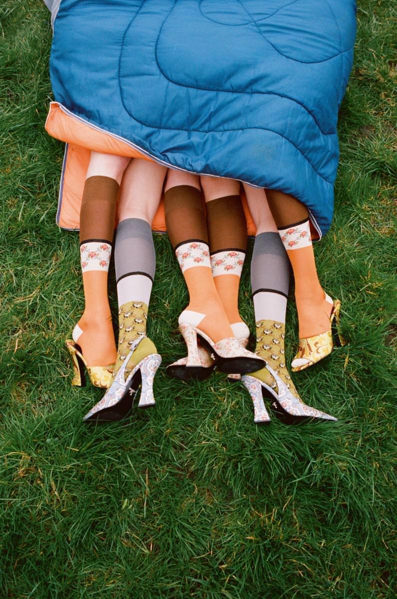 Chaussettes et sandales, PRADA.