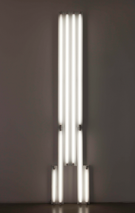 "Dan Flavin, ""monument"" for V. Tatlin, 1975, tubes fluorescents, 304.5 x 61 x 12 cm. © Bruce Nauman / ADAGP, Paris 2015 Courtesy the artist"