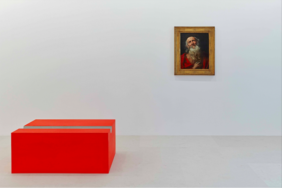 A gauche : Donald Judd,Untitled, 1991, huile sur contreplaqué et aluminium. A droite : Guido Reni,Saint Jerôme, vers 1605-10, huile sur toile.