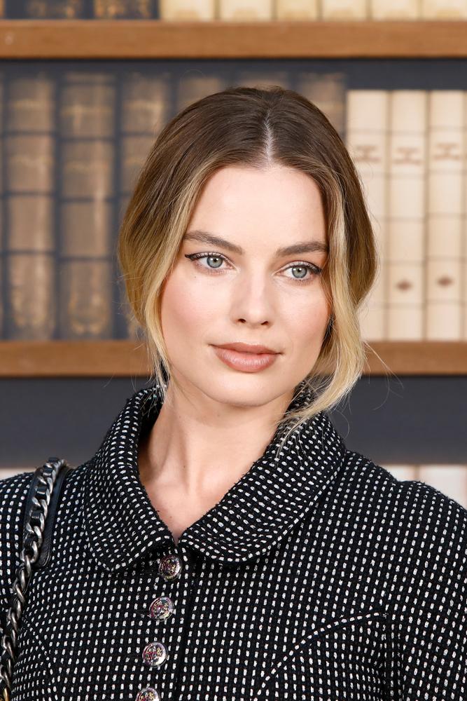 Margot Robbie lors du défilé Chanel haute couture automne-hiver 2019-2020
