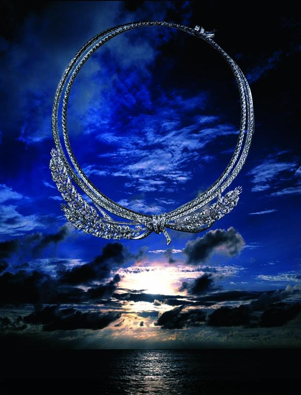 """Collier """"Offrandes d'été"""" en or blanc et diamants, CHAUMET."""